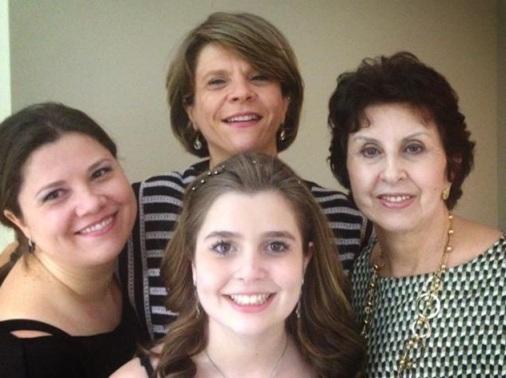 """Quattro donne, quattro generazioni diverse. """"Come eravamo, come siamo""""."""